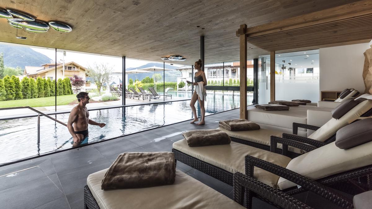 Hotel sun a naz sciaves vivodolomiti for Piscina esterna coperta