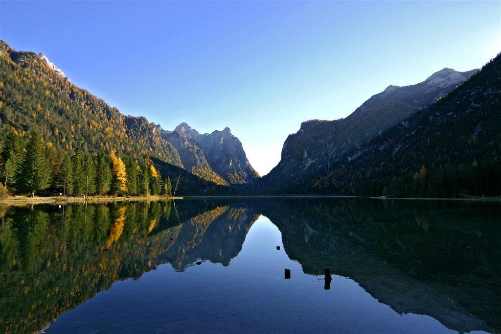 Campeggio lago di dobbiaco a dobbiaco vivodolomiti for Cabine del lago hyatt